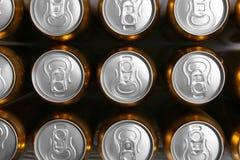 Cans av nytt öl arkivbild