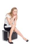 Cansado de esperar uma jovem mulher Foto de Stock Royalty Free