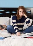 ¡Cansado de estudiar! Foto de archivo