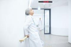 Cansancio del doctor Hospital Fotografía de archivo libre de regalías