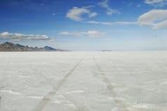 Canse trilhas em planos de sal de Bonneville, Utá Fotografia de Stock Royalty Free