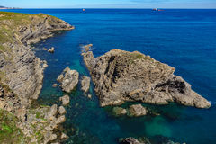 Cantabric海陡峭的海岸线 库存图片