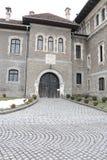 Cantacuzino城堡入口铺与石头 库存照片