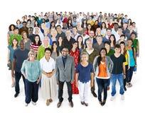 Cantado do conceito da felicidade da amizade dos povos da diversidade Fotos de Stock Royalty Free