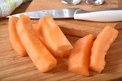 Cantaloup coupé en tranches frais Images libres de droits