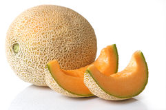 Cantaloup entier avec des parts Photo stock