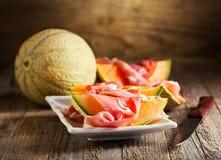 Cantaloupmelonmelon med prosciuttoen Fotografering för Bildbyråer