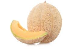 Cantaloupmelonmelon med skivan på vit Royaltyfria Bilder