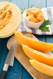 cantaloupmelonmelon på trätabellen arkivfoto