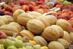 Cantalupo, pesche e mele Immagini Stock Libere da Diritti