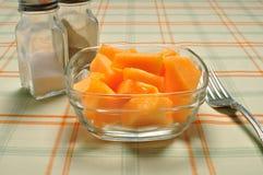 Cantalupo pronto da mangiare sulla tabella Immagini Stock