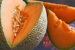 Cantalupo -- tagli con le fette Fotografie Stock Libere da Diritti