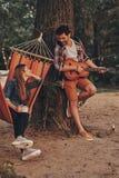 Cantando para el suyo solamente amor imagenes de archivo
