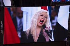 Cantante Christina Aguilera che pasticcia inno nazionale immagine stock libera da diritti