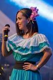 Cantante de Costa Rican en traje tradicional Fotos de archivo