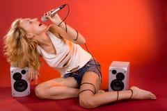Cantante de la muchacha Imágenes de archivo libres de regalías