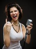Cantante de roca con el micrófono Foto de archivo libre de regalías