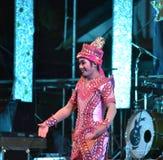 Cantante del hombre y concierto tailandés del estilo de los bailarines Imágenes de archivo libres de regalías