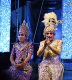 Cantante del hombre y concierto tailandés del estilo de los bailarines Foto de archivo libre de regalías