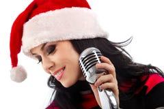 Cantante di natale con il microfono fotografia stock libera da diritti
