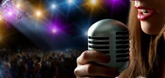 Cantante e concerto fotografie stock libere da diritti
