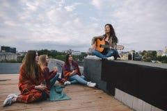 Cantante e fan di inizio fotografia stock