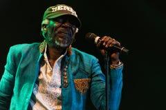 Cantante famoso e cantautore di reggae del sistema solare e di Alpha Blondy in tensione a Nisville Jazz Festival, l'11 agosto 201 Fotografia Stock Libera da Diritti