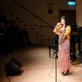 Cantante jídish Alexandra Gorelik en etapa Fotografía de archivo libre de regalías