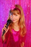 Cantante joven en la etapa Imagen de archivo