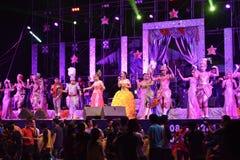 Cantante y concierto tailandés del estilo de los bailarines Fotografía de archivo