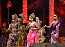 Cantante y concierto tailandés del estilo de los bailarines Fotos de archivo