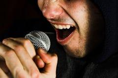Cantante y micrófono de la música Fotografía de archivo libre de regalías