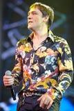 Cantante Yuri Shatunov en etapa en concierto Imagenes de archivo