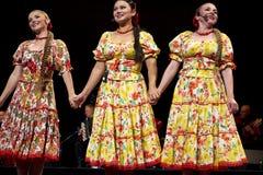 Cantantes del conjunto de la canción y de la danza de la música tradicional del estado de Tcherepovets Imagenes de archivo