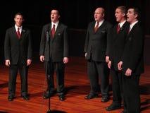 Cantanti del canto natalizio di notte di Natale Immagine Stock