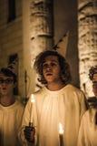 Cantanti svedesi per la festività di Santa Lucia la sera della D Fotografie Stock Libere da Diritti