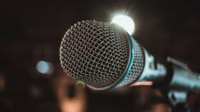 Cante el micrófono imágenes de archivo libres de regalías