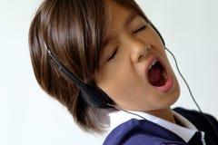 Cante a la muchacha cantan Fotografía de archivo libre de regalías