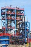 Canteiro de obras da refinaria com trabalhadores Imagem de Stock