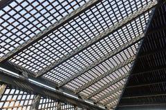 Canteiro de obras moderno da estrutura de telhado da arquitetura imagens de stock