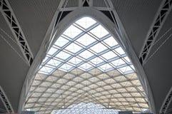 Canteiro de obras moderno da estrutura de telhado da arquitetura imagens de stock royalty free