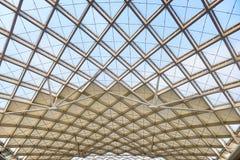 Canteiro de obras moderno da estrutura de telhado da arquitetura fotos de stock