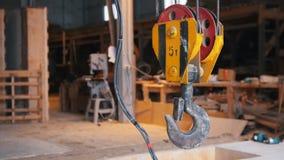 Canteiro de obras O gancho do guindaste industrial O peso máximo é 5 toneladas filme