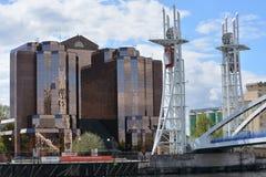 Cantelever most szklany budynek przy Salford doku terenem w Machester UK obrazy royalty free