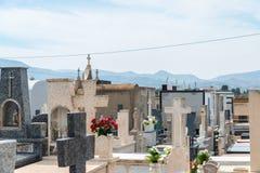 CANTERAS, SPANIEN - 2. APRIL 2019 Gr?ber typisch von der Murcia-Region im alten Kirchhof, Religion stockfoto