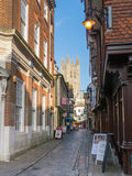 Canterbury Cathedral at the bottom of the cobbled Butchery Lane. Stock Photos