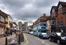 Canterbury, England - Hauptstraße und Gatter. Stockfotos