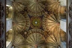 CANTERBURY, INGLATERRA 8 DE NOVEMBRO DE 2018: Interior da catedral de Canterbury Ornamento do teto fotos de stock royalty free
