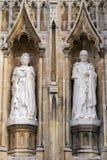 CANTERBURY KENT/UK - NOVEMBER 12: Nya statyer av drottningen Elizabe Arkivbild