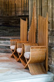 CANTERBURY, KENT/UK - 12 NOVEMBRE: Sedie di legno a Canterbury Fotografie Stock